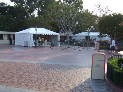 The Stroller and Wheelchair rentals have returned to the Main Entry Plaza near the Kennels for the summer season.