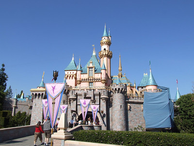 The right side of the castle is now getting the attention
