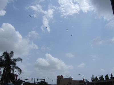 A group of 4 Helicopters flew over the DLR