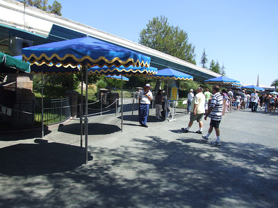 Most of the queue underneath the Monorail track was empty today, about a 70 minute wait this afternoon for Nemo.