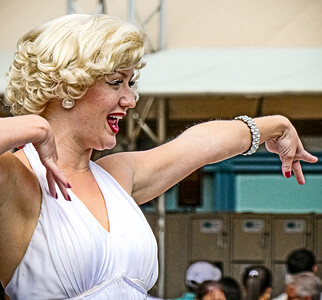 Marilyn Monroe and The Diamond Bellas Universal Studios - Orlando, Florida