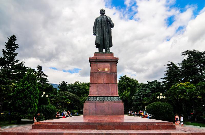 HDR 3657@110822 - Yalta - Lenin [Compressor]
