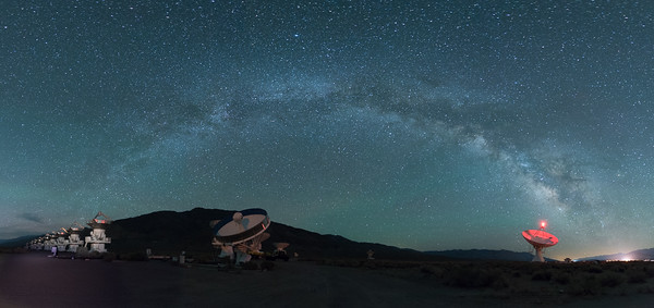 Milky Way arch over antennas near Big Pine, California