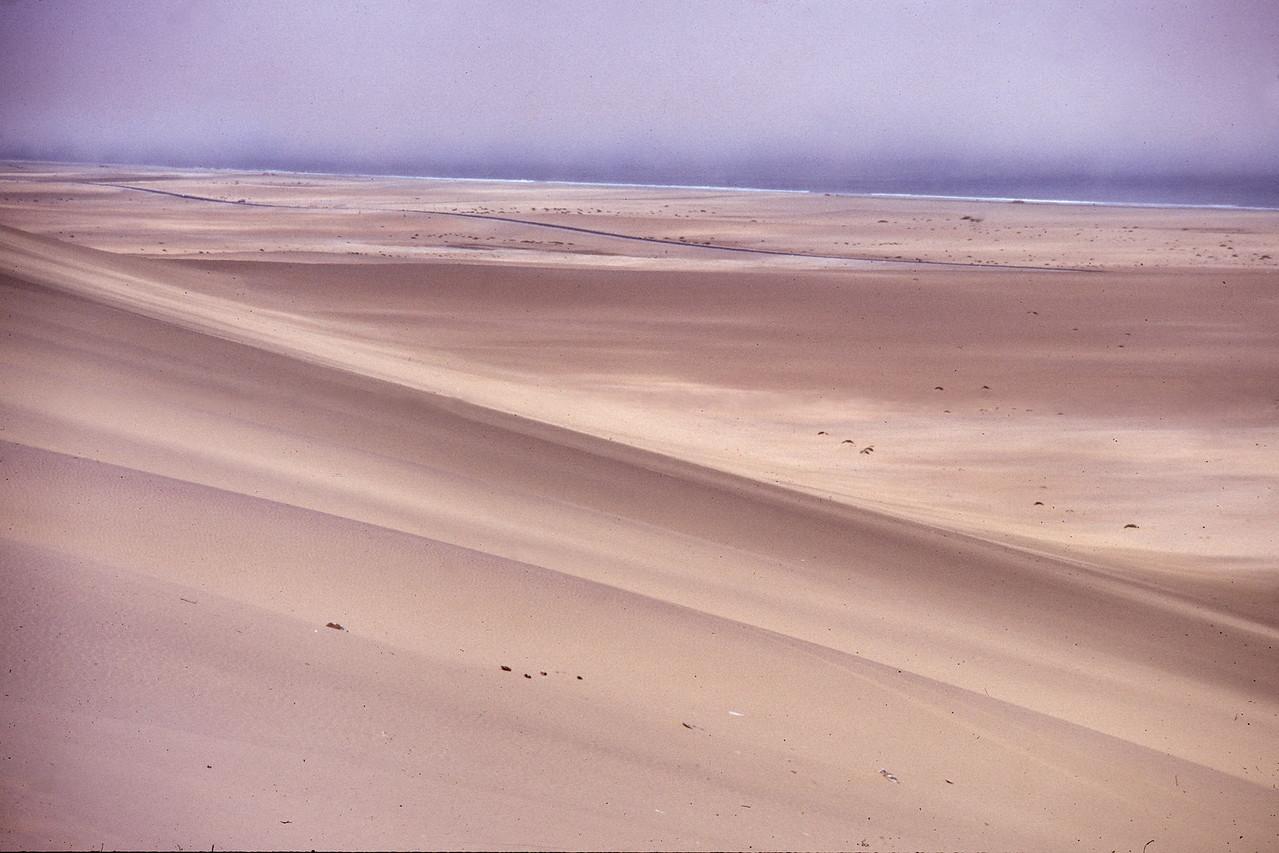 """Namibia 1995, Namib-Desert<br /> """"Es weiten sich die Augen, der Horizont und das Gefühl für die eigene Nichtigkeit..."""""""