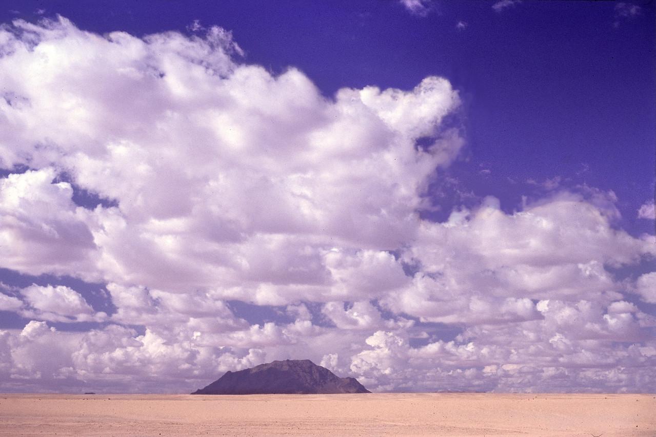 """Namib Desert, Namibia 1995, ©RobAng<br /> """"Es weiten sich die Augen, der Horizont und das Gefühl für die eigene Nichtigkeit..."""""""