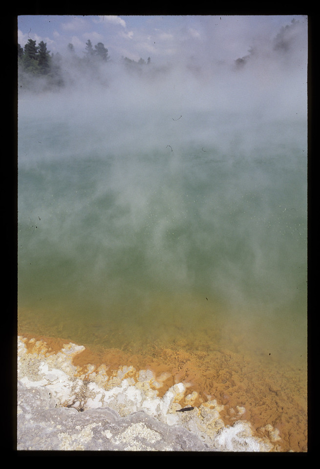© RobAng 1989, New Zealand by bicycle, Waiotapu thermal wonderland, champagne pool, 11.2.89