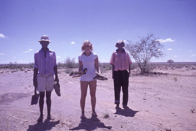 """Namib Desert, Namibia 1995, ©RobAng<br /> """".. das war wirklich Hilfe in der Not.. die beiden sind einfach aus dem Nichts aufgetaucht, bewaffent mit Spaten + Schaufel!"""""""