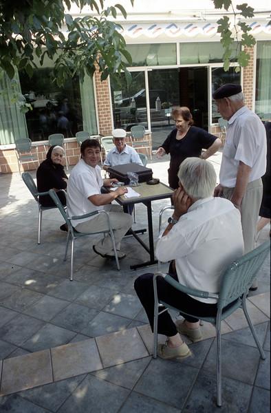 Auszahlung Altersrente auf dem Dorfplatz