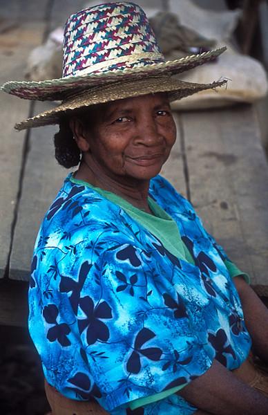 Madagascar_2HatsSmileWoman