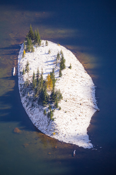 Rainy Pass. Maple Pass - Island in center of Lake Ann covered in snow with larch, seen from above