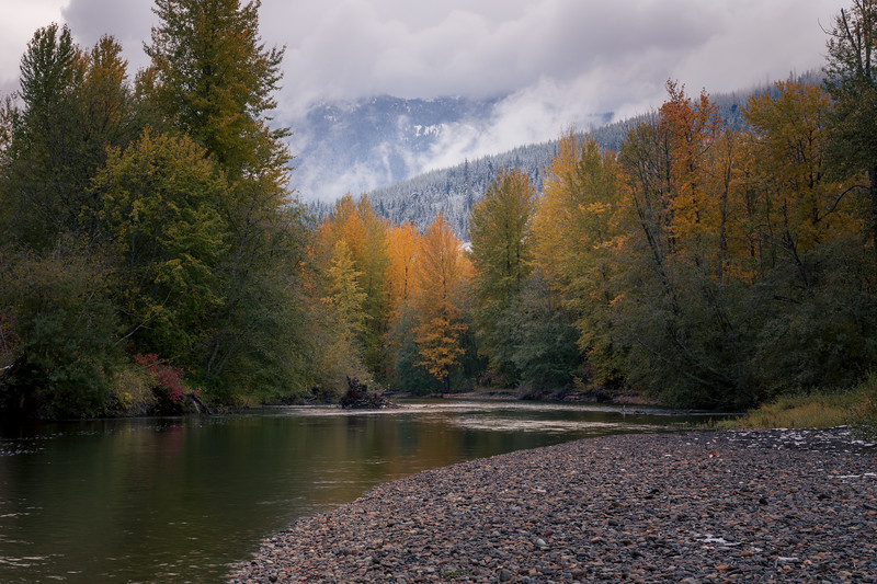 Easton, Pond - Bend in Yakima River with fall colors and snow