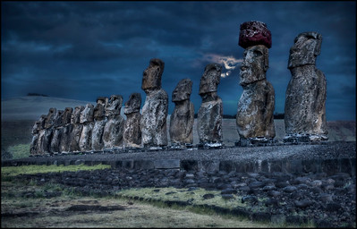 Moonrise at Tongariki, Easter Island (Easter Island) - HDR.