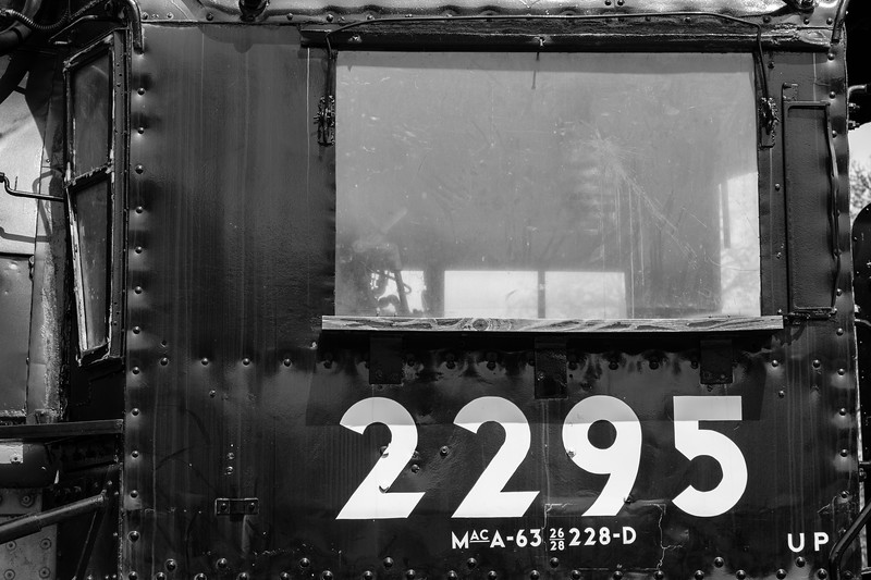 Locomotive 2295.