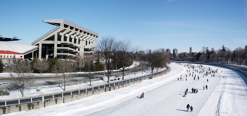 Look at the frozen Rideau canal from the Bank street bridge.