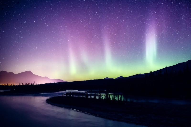 Jasper, Athabasca Bridge - Aurora over bend in river, many pillars