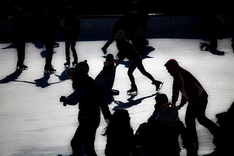 2014  (c)  Anne Henning   Night skating   Boston