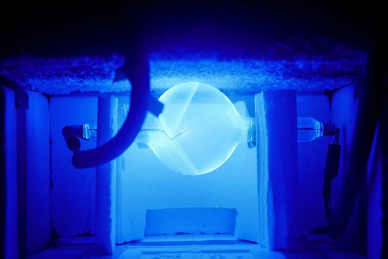 Xray tube behind an aquarium shield.