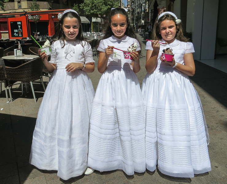 Girls with ice cream, Murcia, Spain