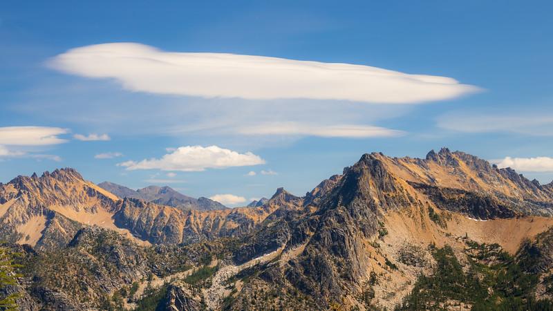 Rainy Pass, Cutthroat Pass - Large lenticular cloud over Hinkhouse Peak