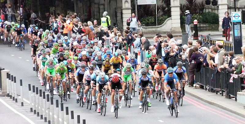 TOUR OF BRITAIN REACHES LONDON byJOHN BROOKS
