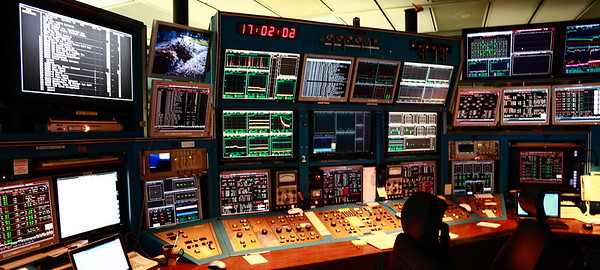 Control room at TRIUMF. Das blinkenlights!