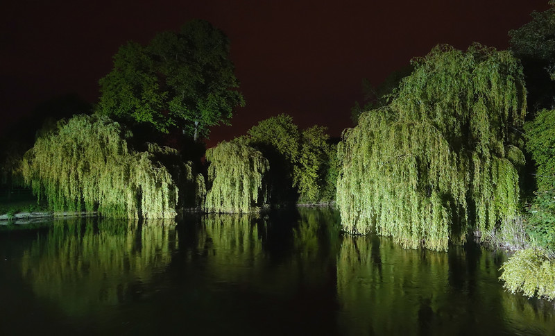 Gardens along the upper Thames valley at Sonning, UK
