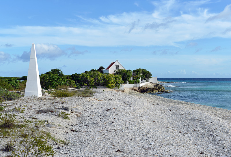 Estate 'Witte Pan' and historical navigation marker along the coast of Bonaire