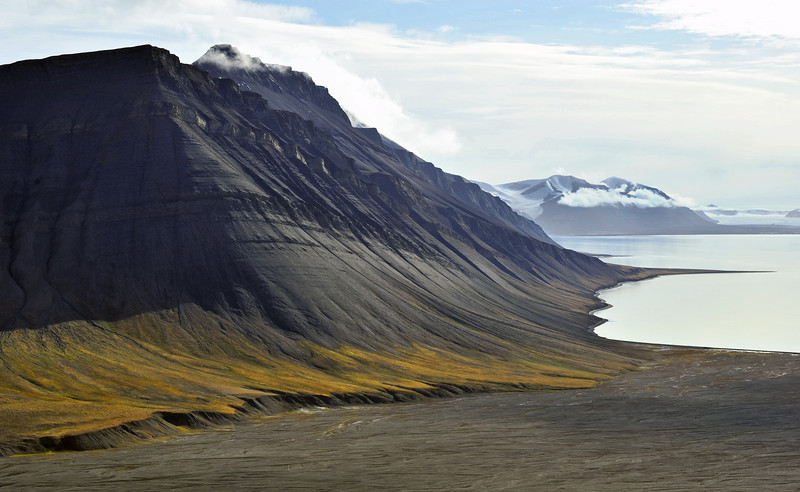 Firkanten (483 m) and Kolthoffberget (676 m) in the Van Keulenfjorden, Svalbard