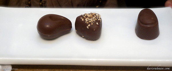 More chocolates!  Hmmm! Godiva chocolates. Not cheap though! But Idlan went through it without a thought .... heavy maintenance boy .... just like Mummy!