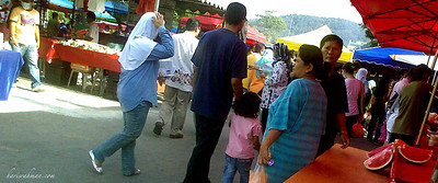 Pasar Ramadhan 4  It's Sunday. Rather bored in the afternoon. Decided to venture out again to the Pasar Ramadhan. Crowd is even bigger today, and not a mask in sight. Taken on my Nokia E71.