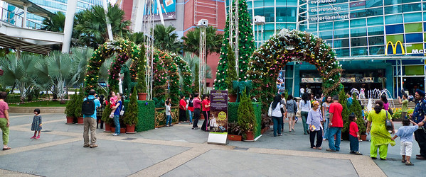 The whole area in front of e-Curve was transformed into a fairyland