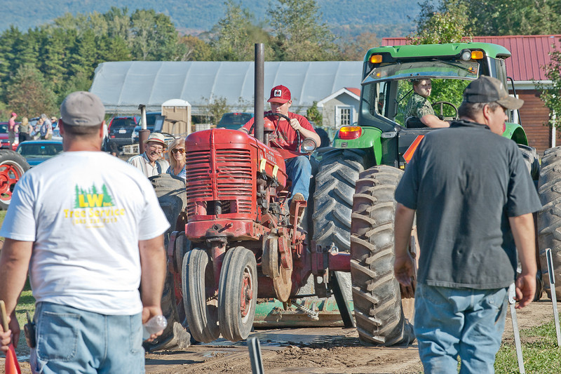 Accord Tractor Pull 2011-10-09-263