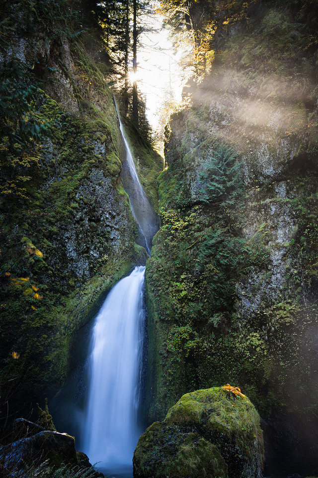 breaking light at wahclella falls