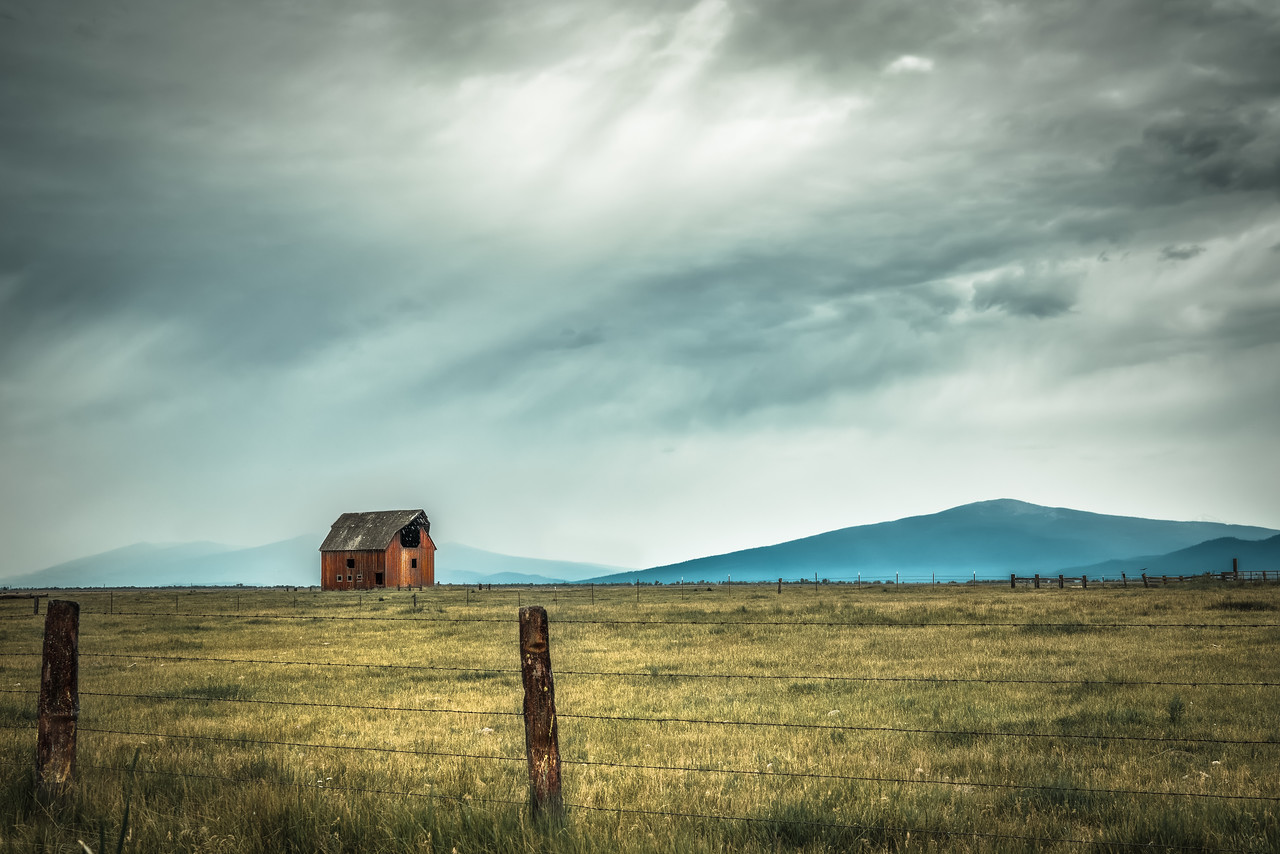 a red barn in klamath county