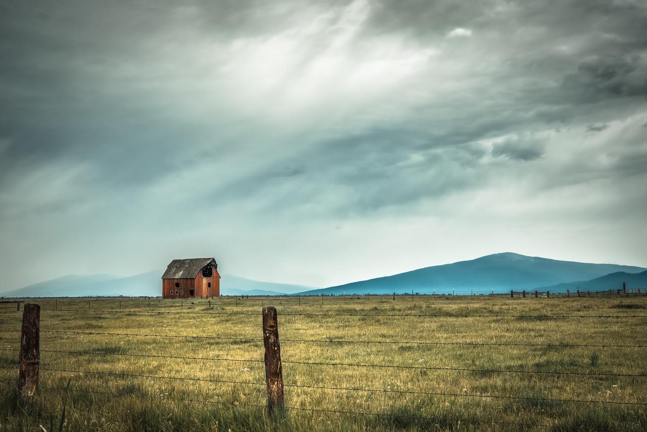 a red barn in klamath county