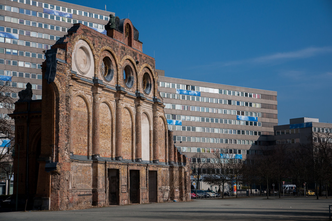 The light finally allowed me to do justice to the Anhalter Bahnhof.