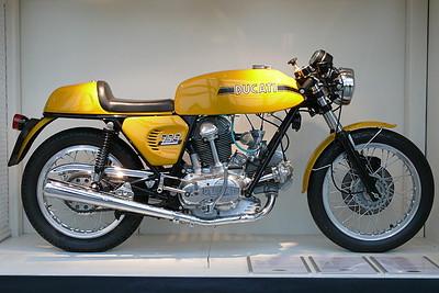 L1030916 - Ducati 750 Sport