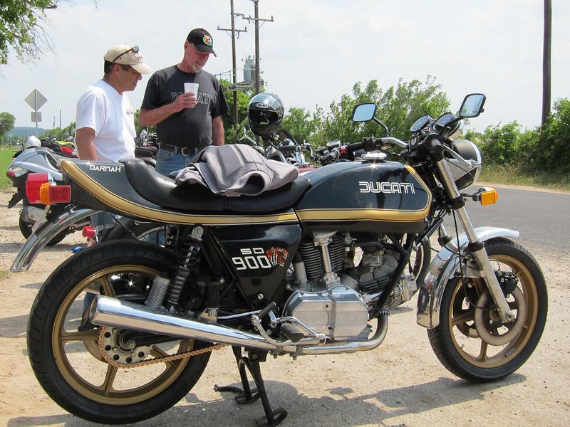 Bob's Ducati SD900