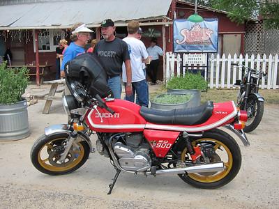 Larry's Sport Darmah Ducati 900