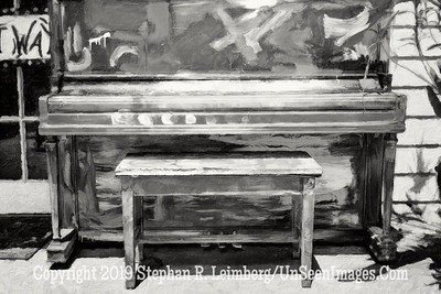 Piano at LuLus - B&W Copyright 2016 Steve Leimberg - UnSeenImages Com L1000556