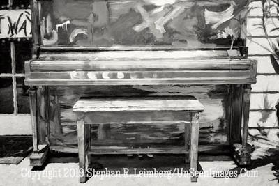 Piano at LuLus - B&W Copyright 2016 Steve Leimberg - UnSeenImages Com L1000556