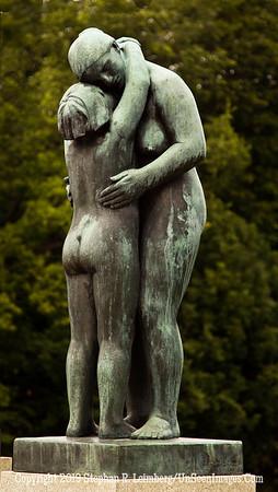 Lovers Hugging 20110810_9773