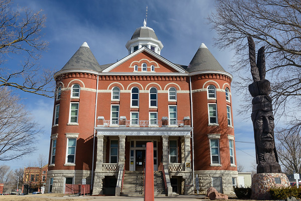 The 1906 Doniphan County Courthouse and Tall Oak,  Troy KS (March 2014)