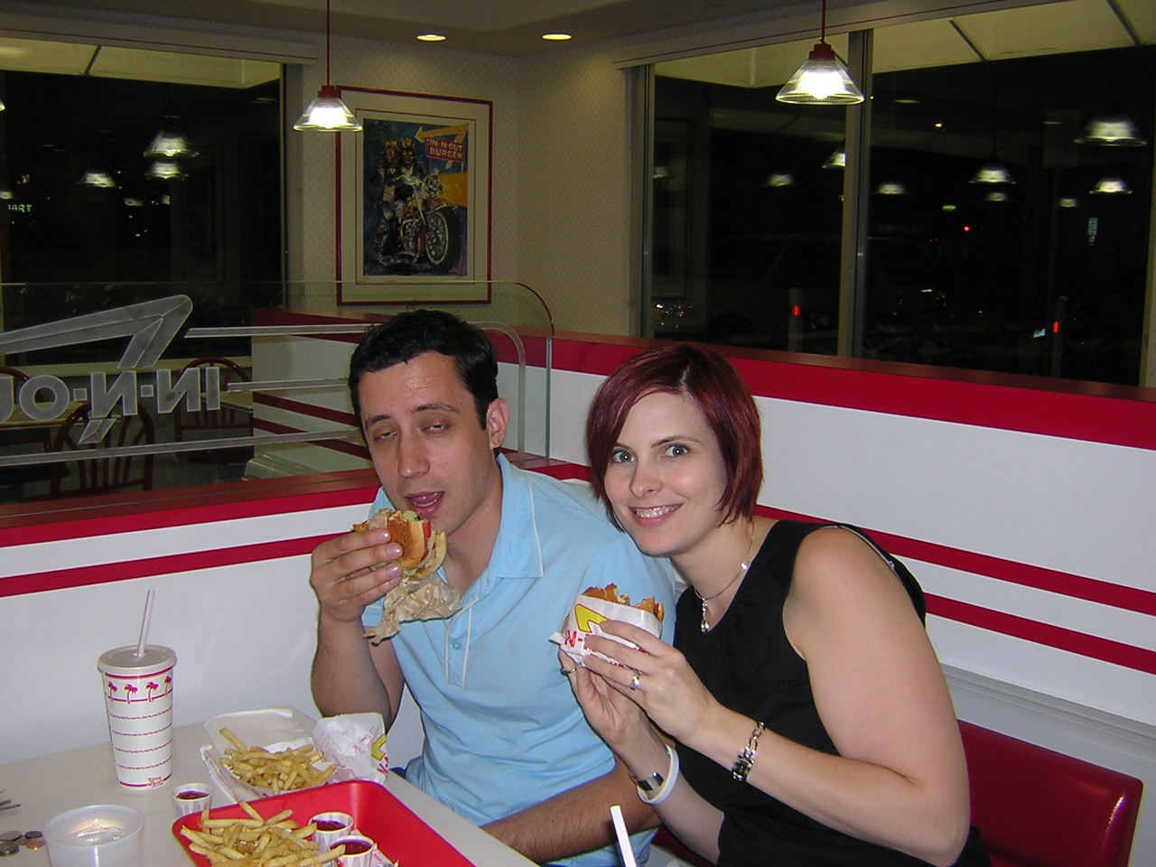We meet In-and-Out Burger at about midnight (2am our time)nDSCN3073