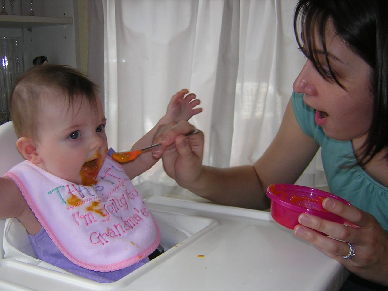Stella and her Aunt Christine have the same expression!nDSCN5324.JPG