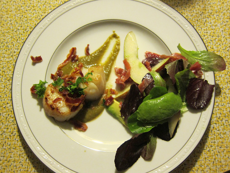 Sea Sea Scallops with Pancetta and Pea Puree, Mixed greens with pear, avocado and proscuitto