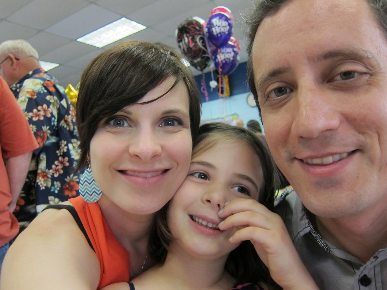 Kinder graduate family selfie