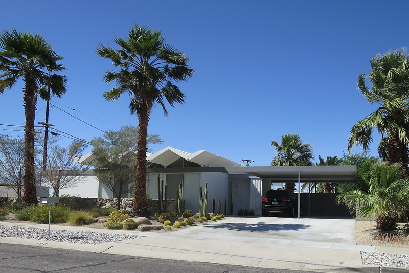 photos from our very quick drive by of a few Palm Springs Modern Homes