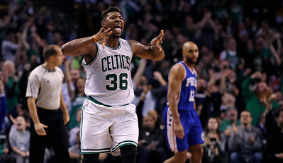Thomas scores 33, Celtics hold off late push by 76ers