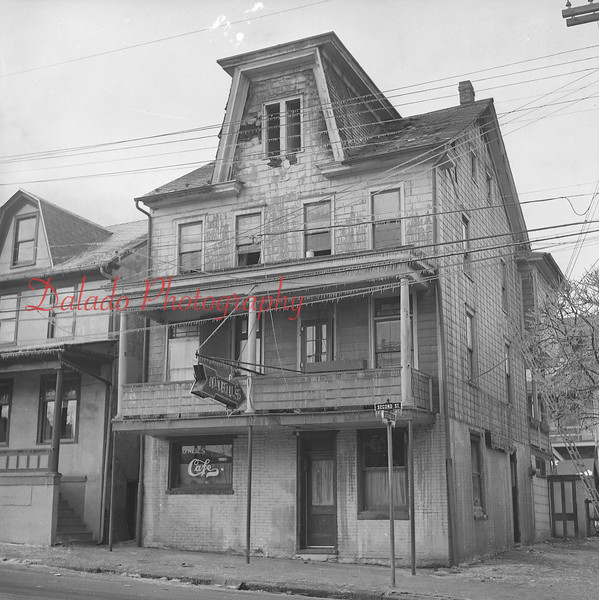 (01.19.58) O'Neils fire at Second and Chestnut streets. Owned by James O'Neil, 34 N. Second St.
